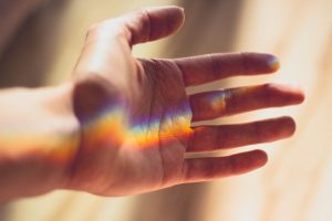 Hånd strukket ut. Foto