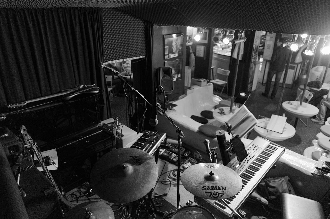 Oversiktsbilde med mange instrument. Foto.